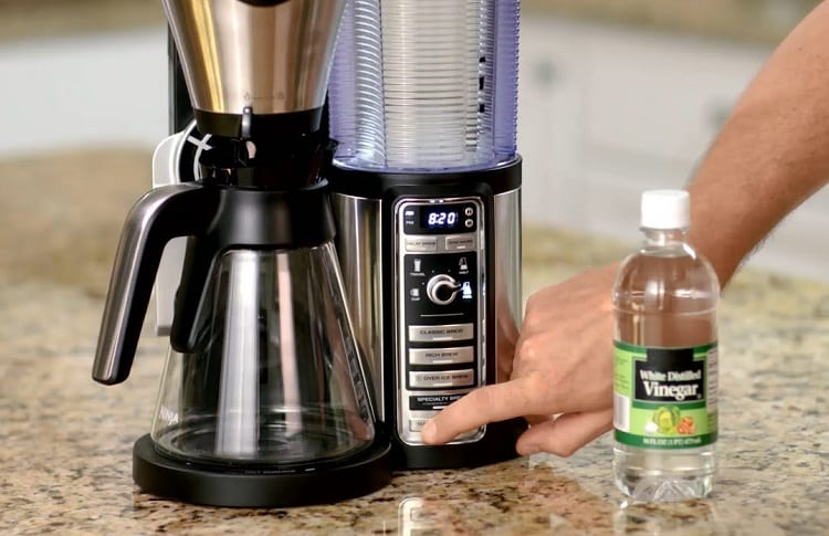 Cleaning Coffee Machine With Vinegar
