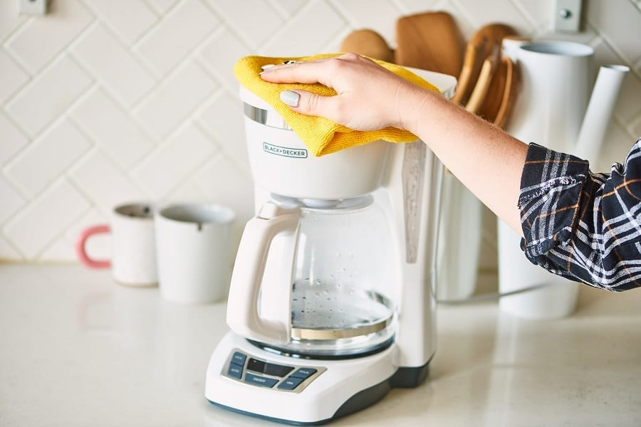 How To Clean A Coffee Maker: The Right Ways To Do It