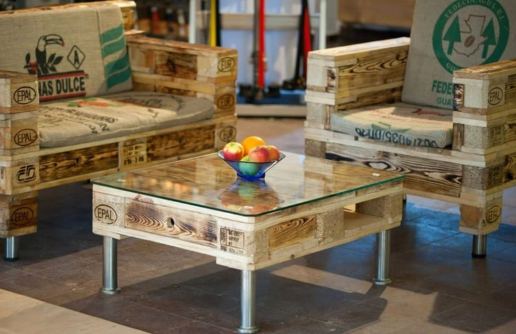 cofee table and chairs made of palettes